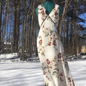 Dresses & Skirts - Romantic Floral Velvet Trim Maxi Dress